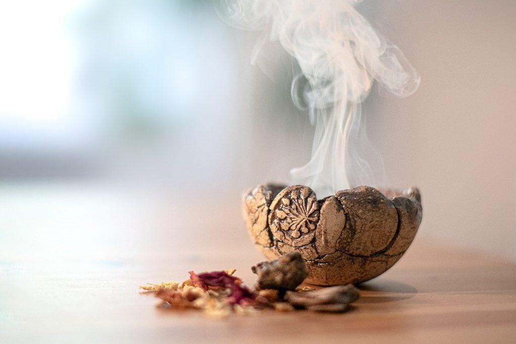 Fire Bowl Shell Smoke Herbs Resins  - asundermeier / Pixabay